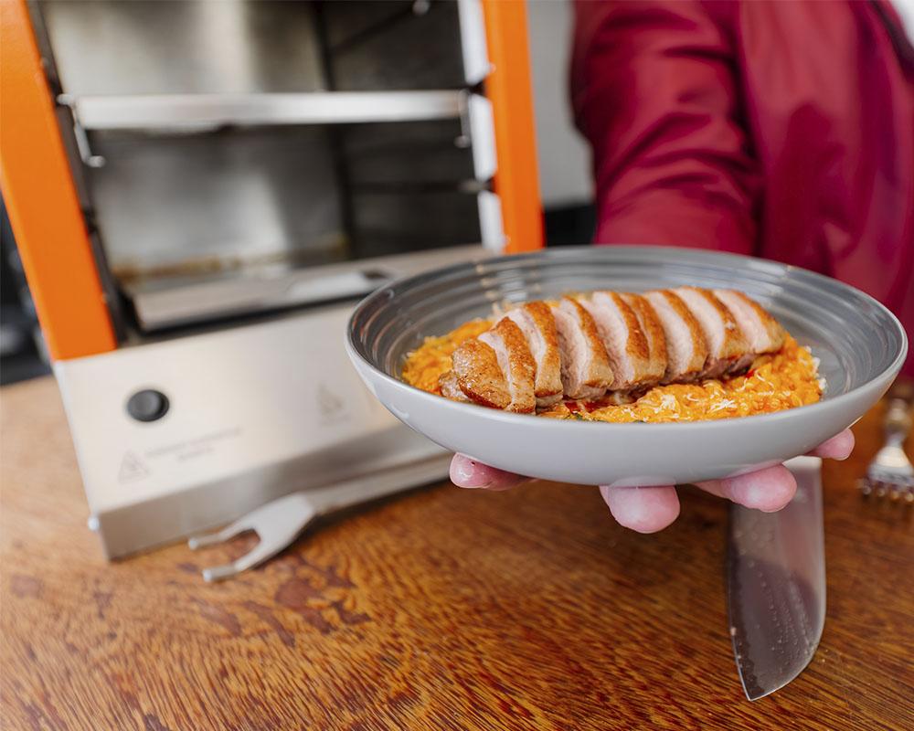 Receita na Flame churrasqueira a gás Dinoxx: Magret de Pato com Risoni Caprese